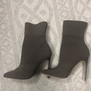 Steve Madden Stretch Booties Heels Taupe